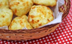 Pão de queijo de tapioca. Foto: Reprodução / Panelaterapia